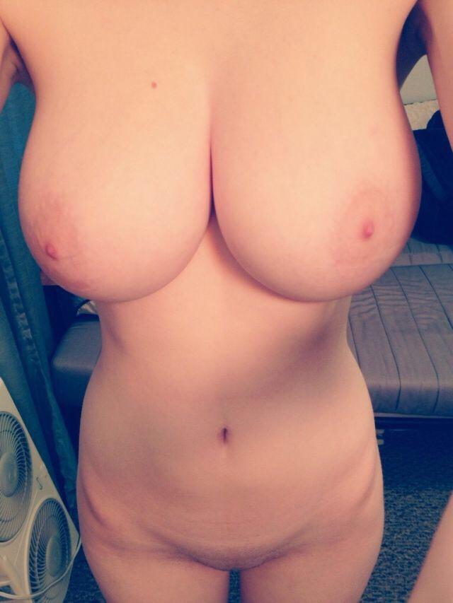 смотреть фото голые титьки